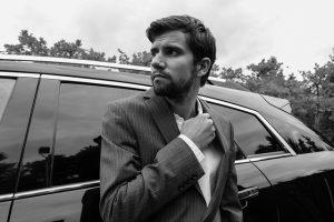 חתן על רמה: בגדי גברים לחתונה שלא יצאו אף פעם מהאופנה